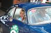 Auch als Beifahrerin gut gelaunt: Heidi Hetzer