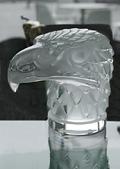 Etwas ganz Besonderes: Adlerkopf aus Glas