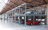 Besser bestückt als manches Museum: Glasboxen im Berliner Meilenwerk